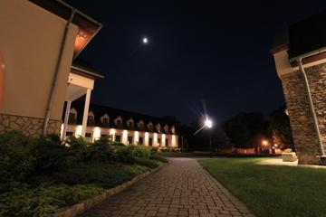 Galeria Ośrodek nocą